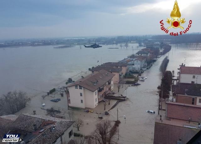 Maltempo, fiume Enza rompe argini: mille persone evacuate