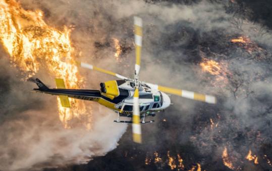 California, fiamme a ovest di Los Angeles: migliaia gli evacuati