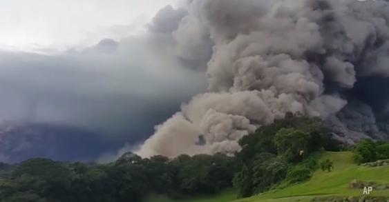 62 persone sono morte per l'eruzione del vulcano del Fuego, in Guatemala