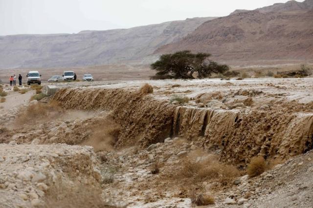 Israele, fiume in piena travolge escursionisti: nove morti e un disperso