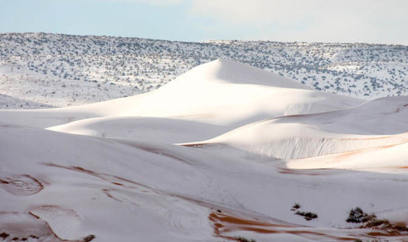 Algeria, la neve imbianca la porta del Sahara