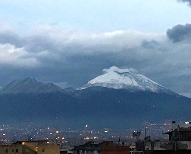 Maltempo:bus bloccato da neve su Vesuvio